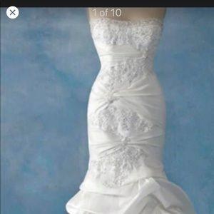 Beautiful Alfred Angelo Disney wedding dress.